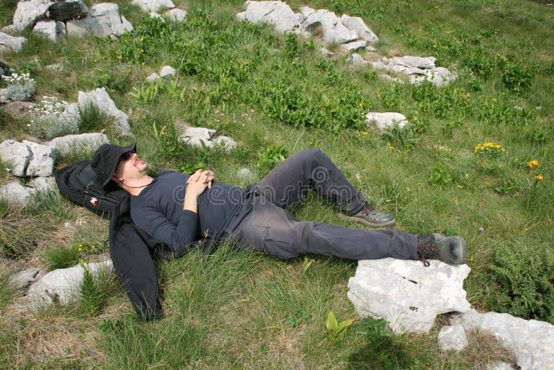 Bergbeklimmer/het Nemen van een Dutje stock fotografie