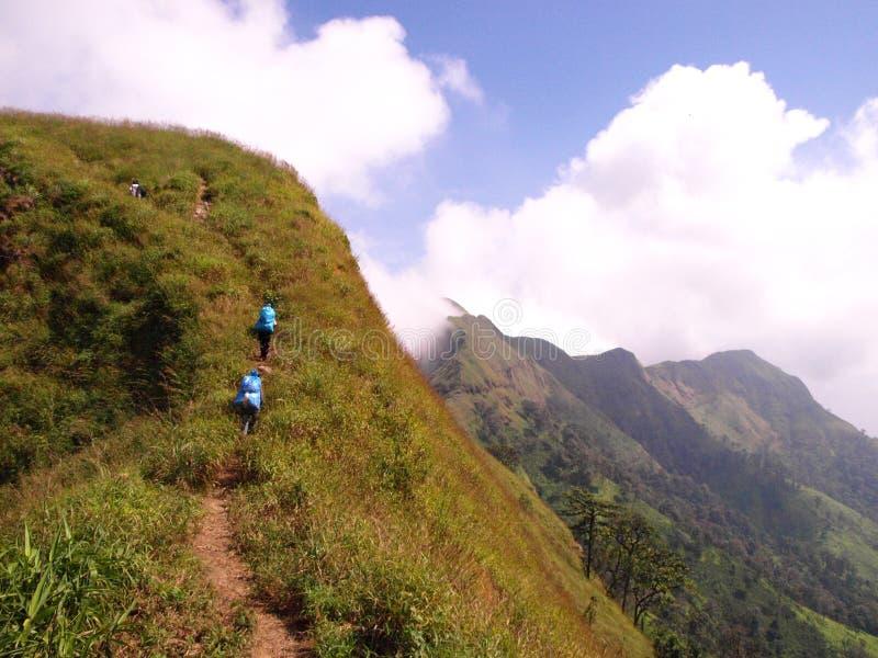 Bergbeklimmerreiziger stock foto's