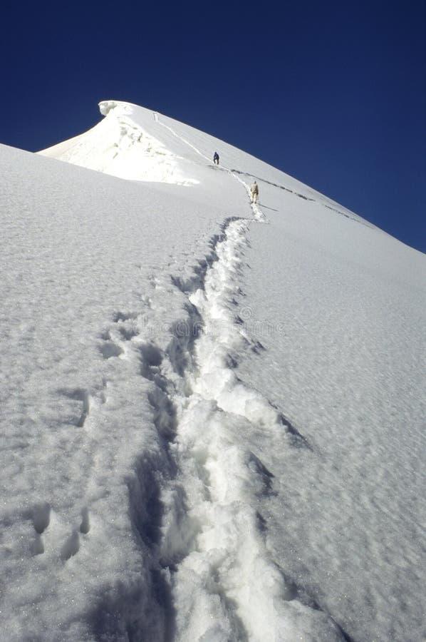 Bergbeklimmers die tot de top beklimmen