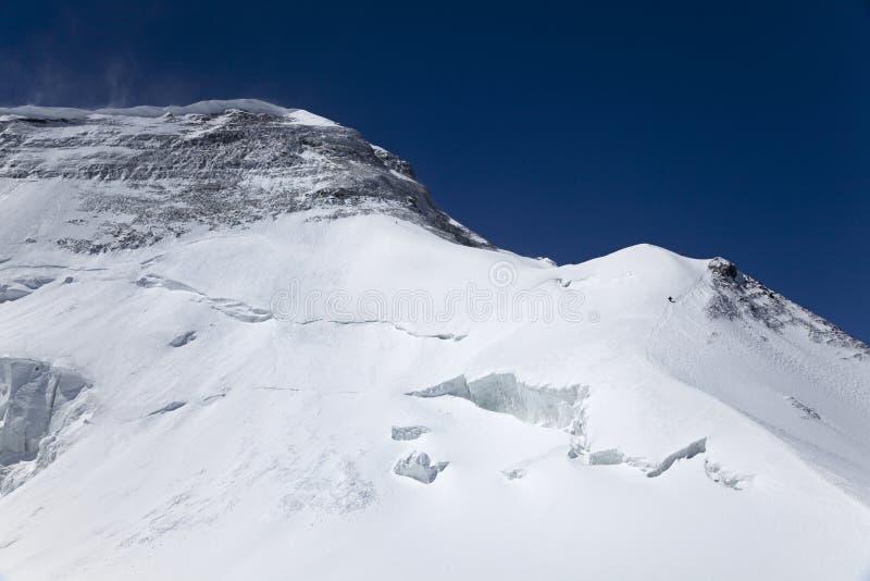 Bergbeklimmers op de piek van Khan Tengri stock foto