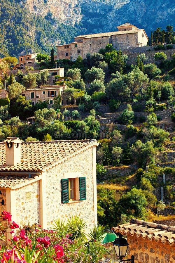 Bergby Deia i Mallorca royaltyfria bilder