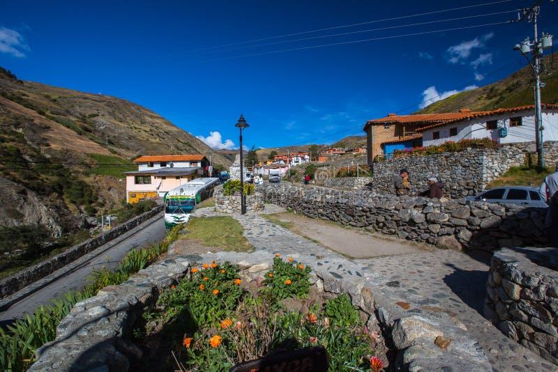 Bergby i Anderna Merida royaltyfria bilder