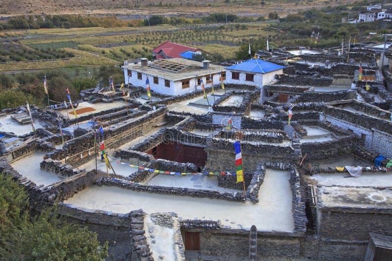 Bergby Marpha i Himalayas, Nepal. arkivbild