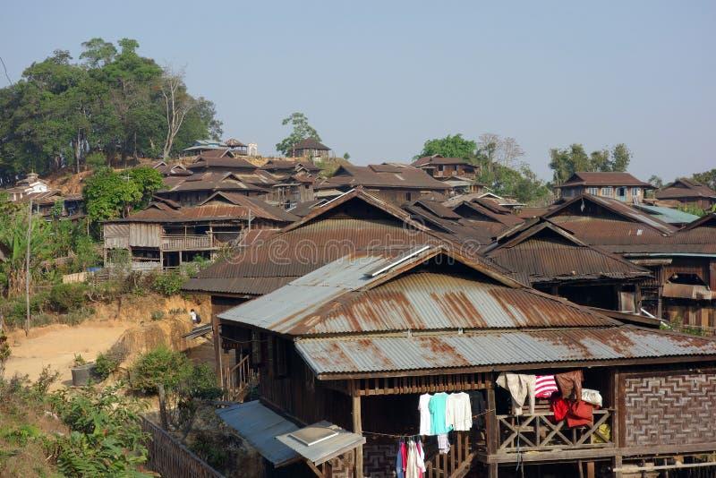 Bergby, Shantillstånd, Myanmar royaltyfri bild