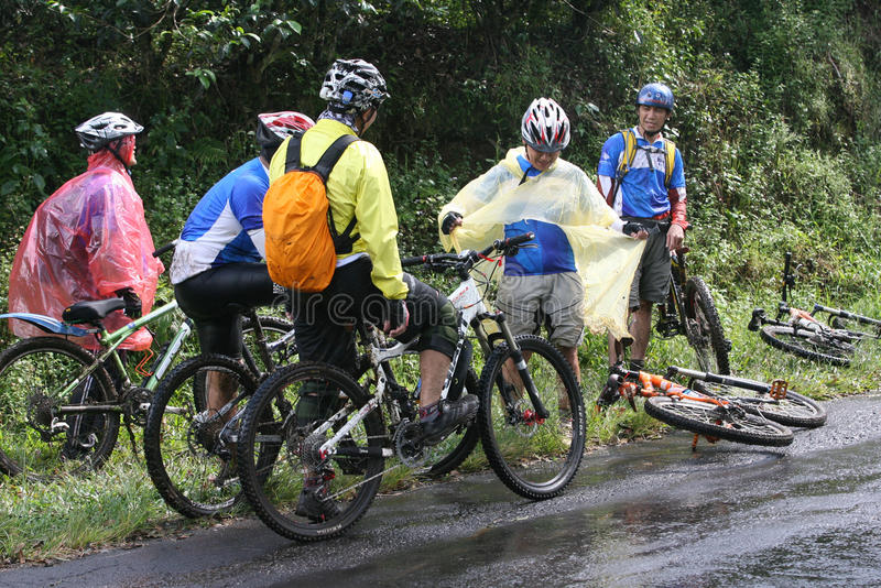 Bergcyklist royaltyfri bild