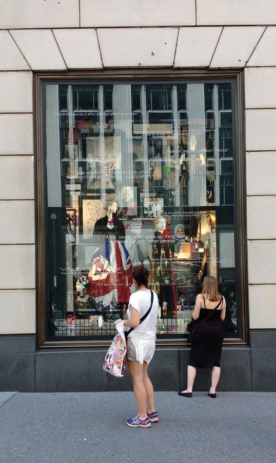 Bergdorf dobrego człowieka pokazu okno, Miasto Nowy Jork, NY, usa zdjęcie stock