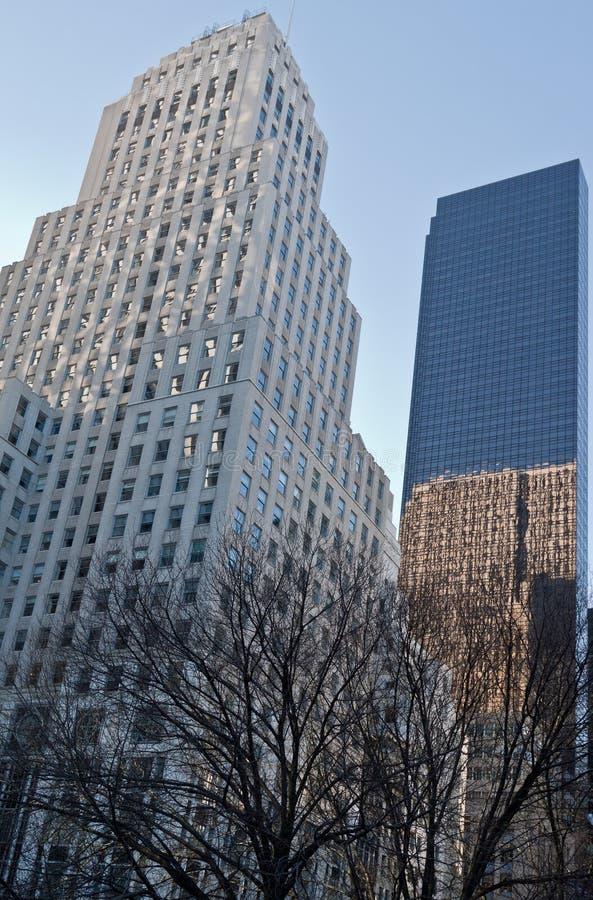 Bergdorf Goodman e a torre do trunfo em New York imagens de stock