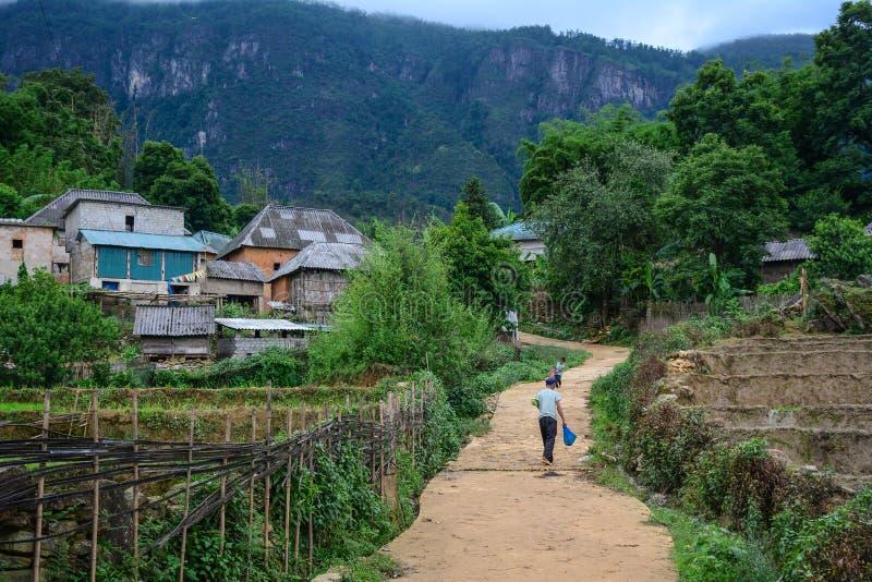 Bergdorp in Lao Cai, Vietnam stock afbeeldingen