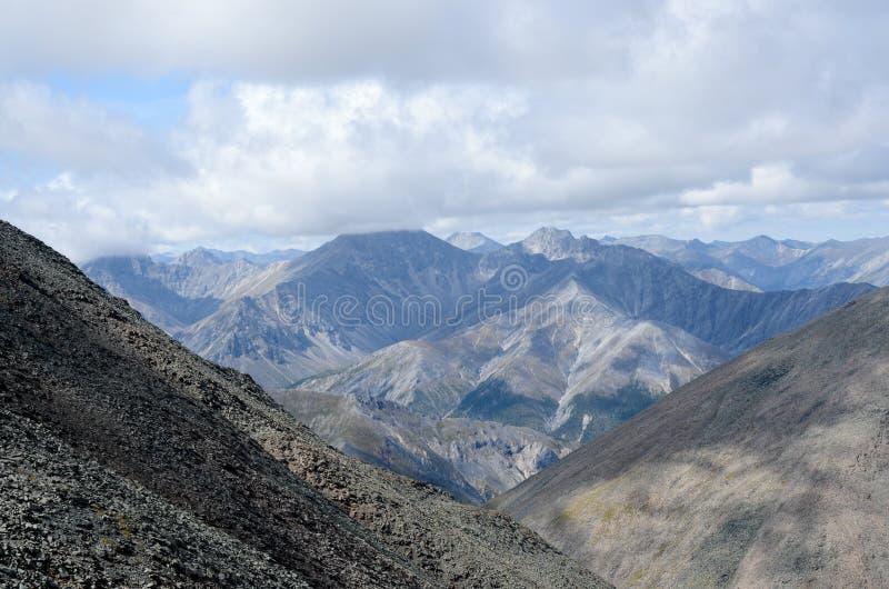 Berge des Ost-Sayan stockbild