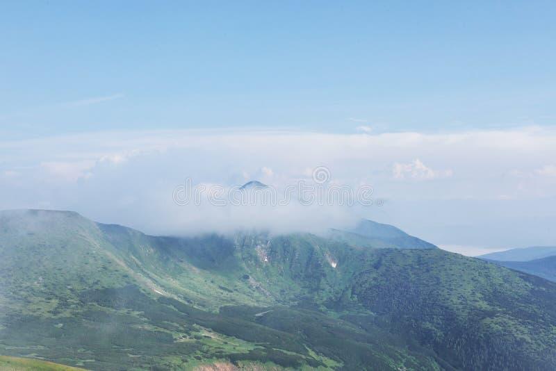 Berge in Europa ukraine karpaten Gebirgstrekking Reisen in die Berge Bergblicke und Landschaften stockbilder