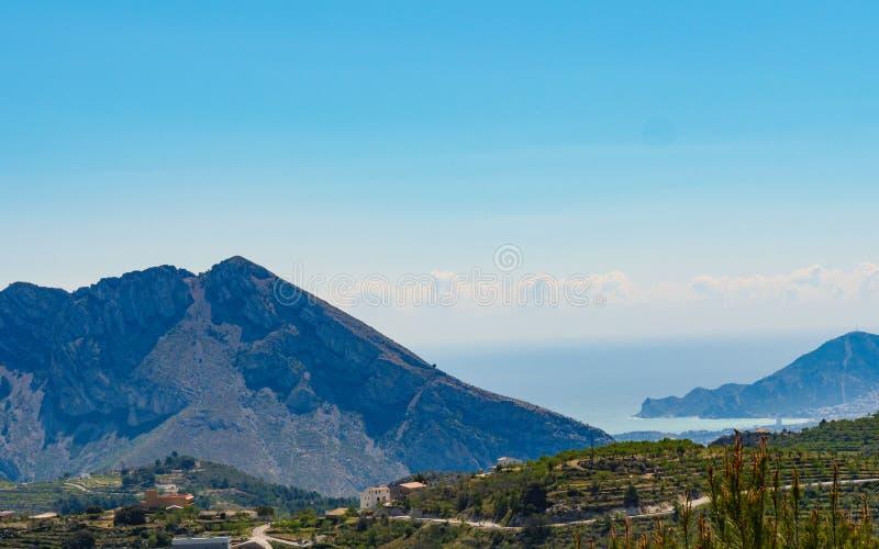Berge gestalten landschaftlich und fahren Ansicht, Spanien die Küste entlang lizenzfreie stockfotos
