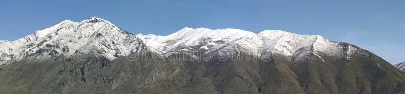 Berge im Früjahr lizenzfreie stockfotografie