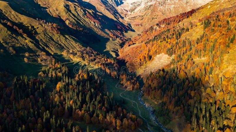 Berge im Herbst stockbild