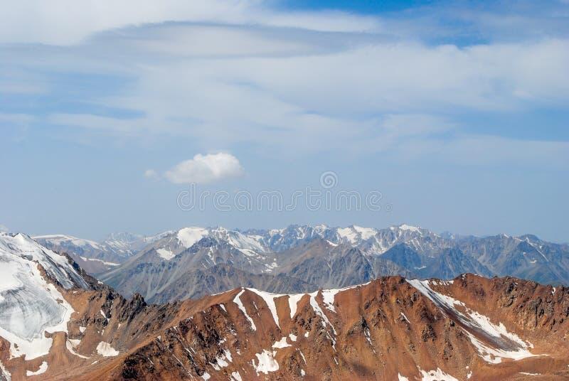 Berge in Kazakhstan lizenzfreies stockfoto