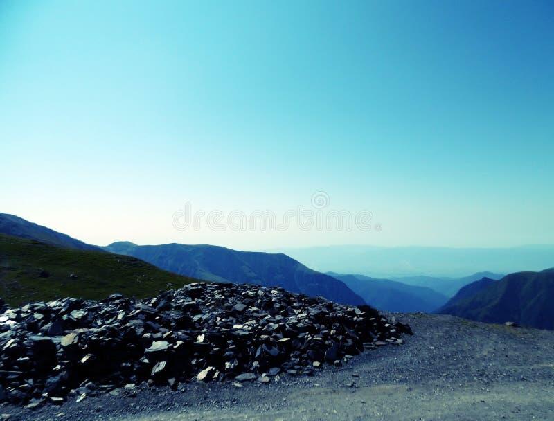 Berge sind lebendig Tusheti-Straße lizenzfreie stockfotos