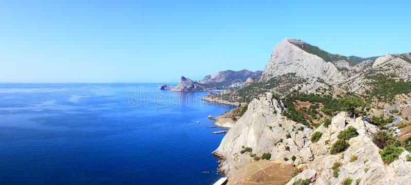 Download Berge u. Seelandschaft stockfoto. Bild von panorama, blau - 26353682