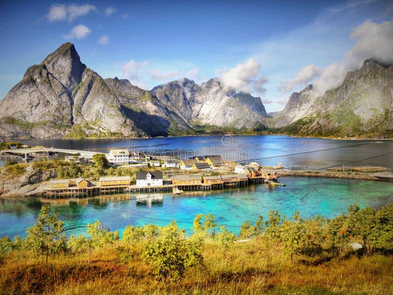 Berge und Fjord-Landschaft, Norwegen lizenzfreie stockfotos