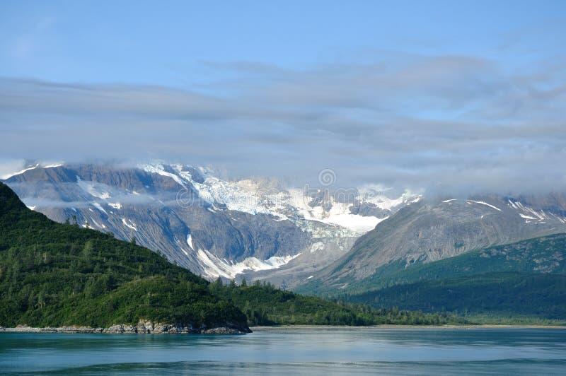 Berge und Gletscher, Gletscher-Schacht, Alaska lizenzfreies stockfoto