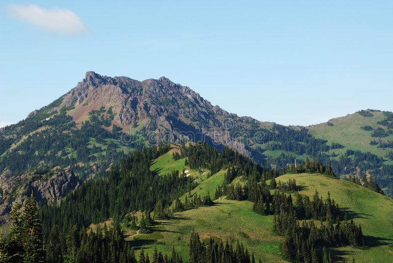 Berge und Himmel lizenzfreies stockfoto