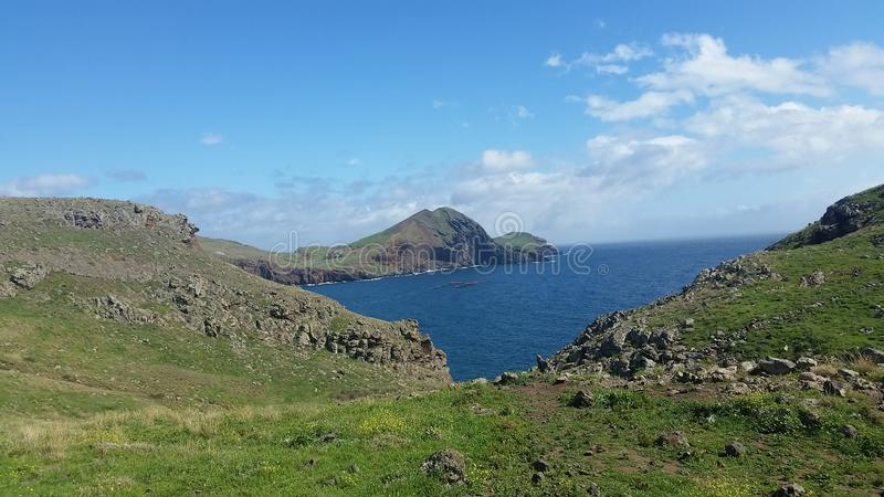 Berge und Meer in Madeira stockfotos