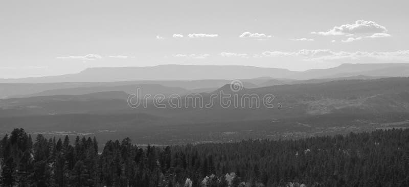 Berge verschwinden in den Abstand lizenzfreie stockfotografie