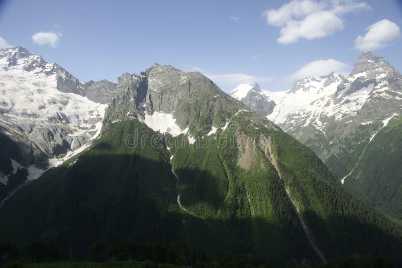 Berge von Dombai. lizenzfreie stockfotografie