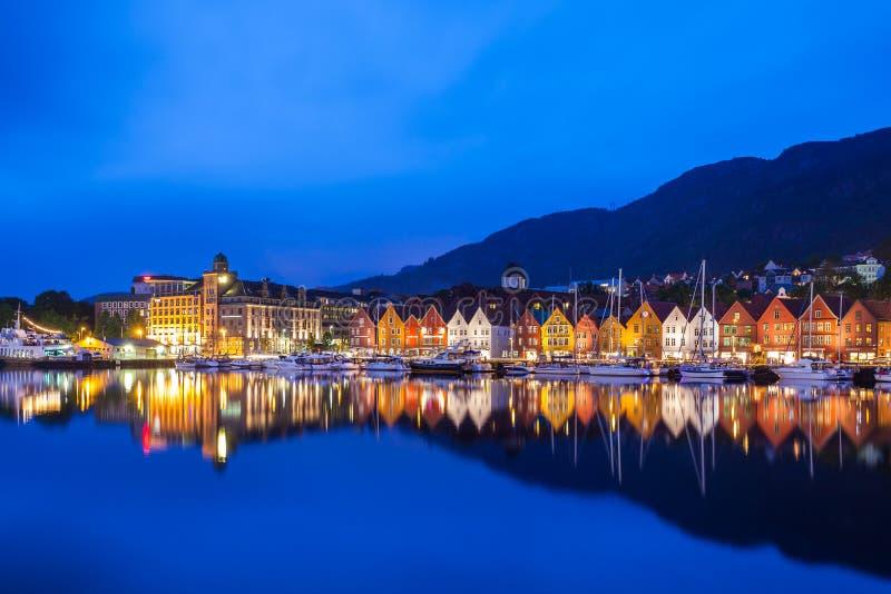 Bergen Bryggen na noite foto de stock