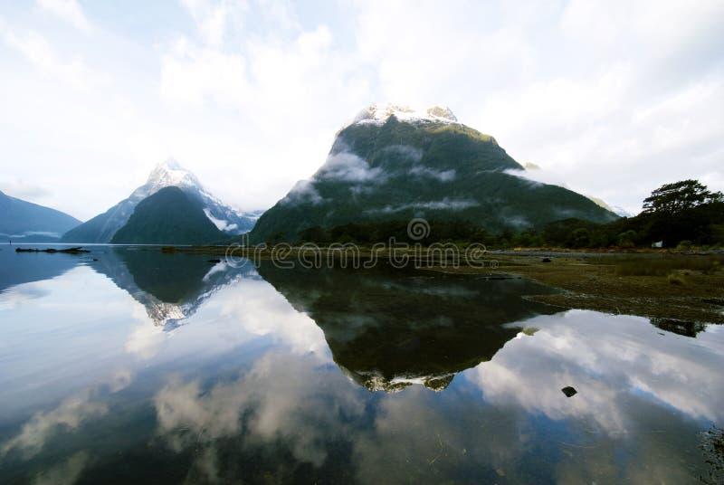 Bergen in de Geheimzinnigheid van Nieuw Zeeland Aardconcept royalty-vrije stock foto
