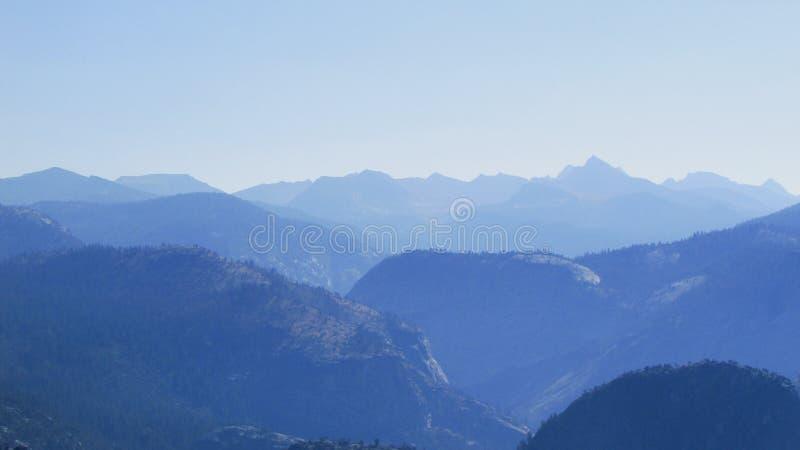 Bergen in de ochtend, het Nationale Park van Yosemite royalty-vrije stock afbeeldingen
