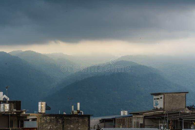 Bergen dichtbij de stad van Chanthaburi stock fotografie