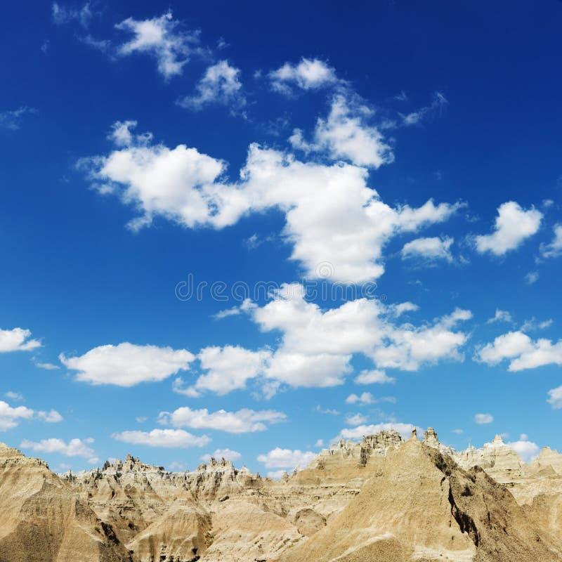 Bergen en Blauwe Hemel in Zuid-Dakota Badland stock fotografie