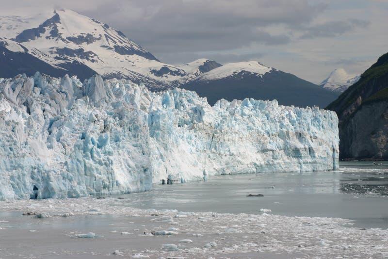Bergen en ijsbergen stock afbeelding