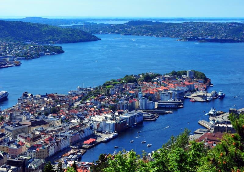 Bergen gesehen von Fløien stockbilder
