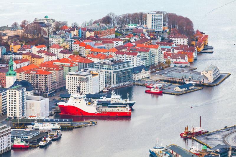 Bergen Havn, Noruega Silueta del hombre de negocios Cowering fotos de archivo libres de regalías