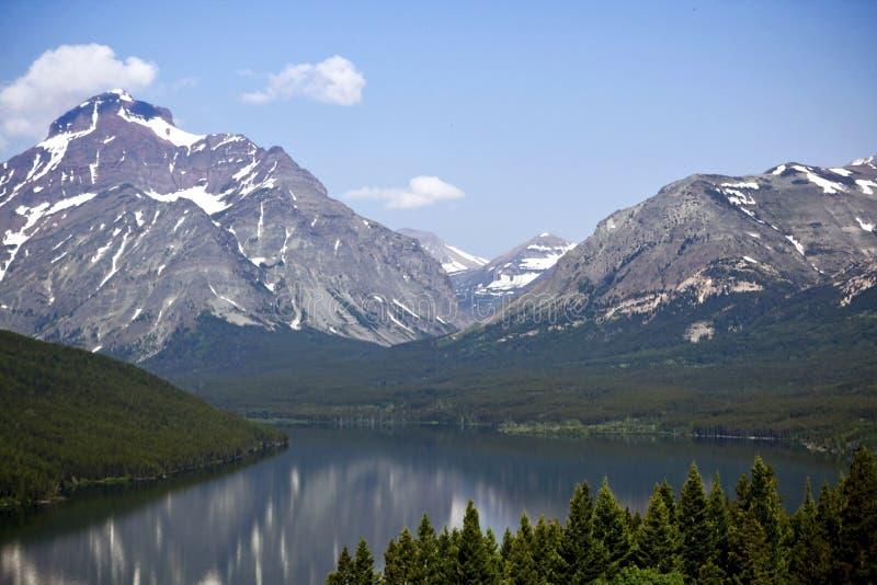 Bergen hoog boven het omringende landschap stock foto
