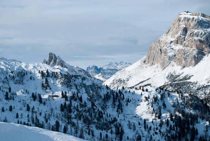 Bergen i Cortina, monteringen Nuvolau och Averau royaltyfri bild