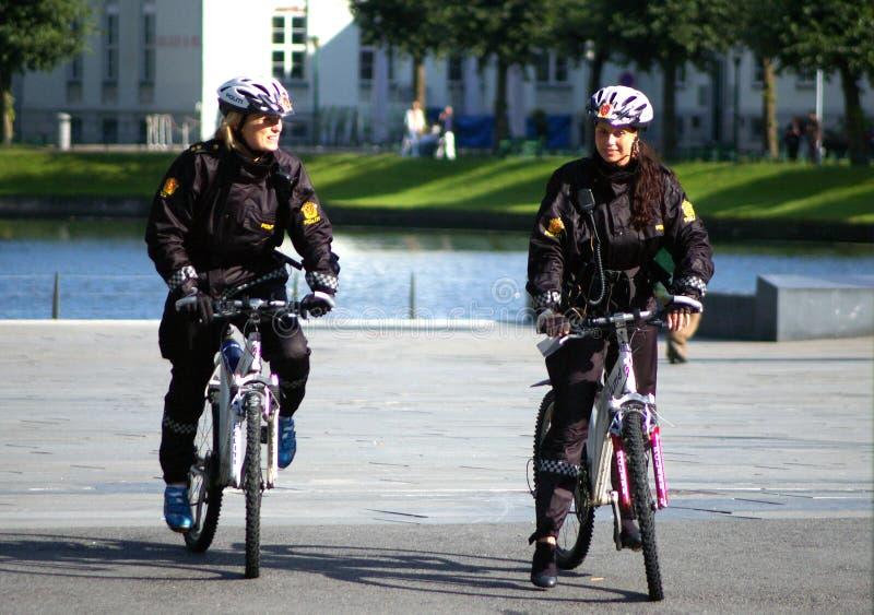 bergen kvinnlig polis royaltyfri foto