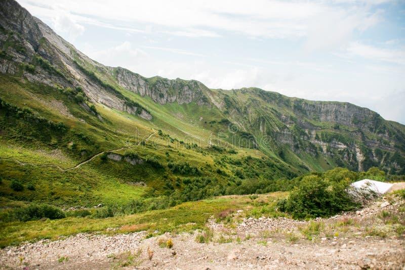 Bergen met Alpiene Weiden in Sotchi Krasnaya Polyana stock fotografie