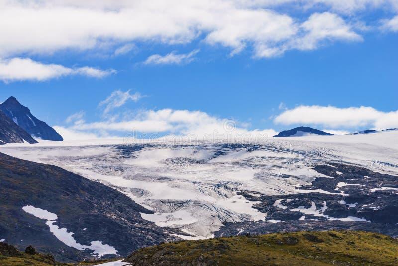 Bergen met ijsgletsjer Weg Sognefjellet, Noorwegen stock fotografie