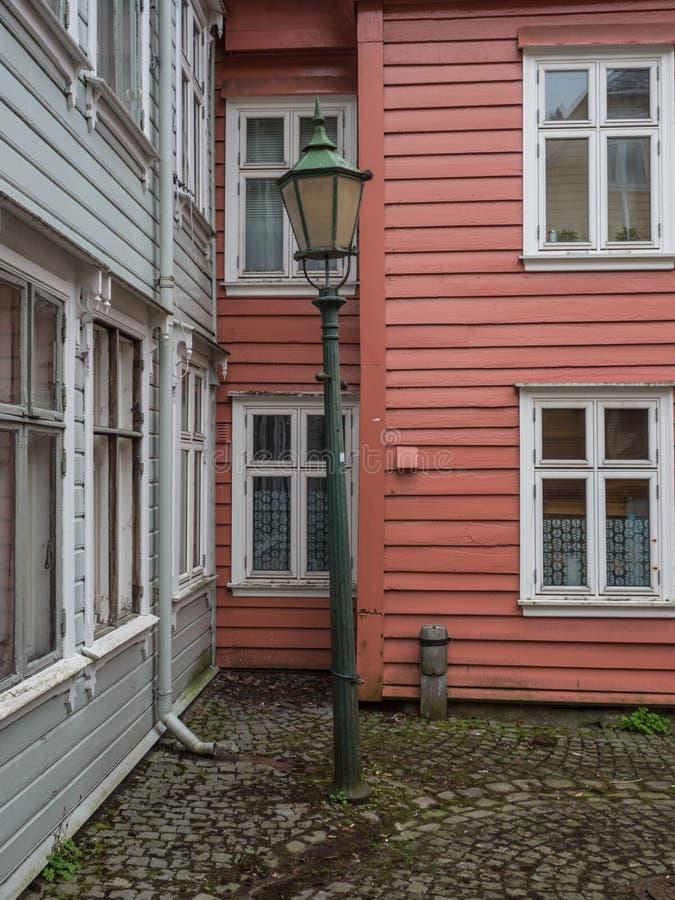 Bergen Norge marsch 2017: Gamla historiska färgrika wood hus arkivfoton