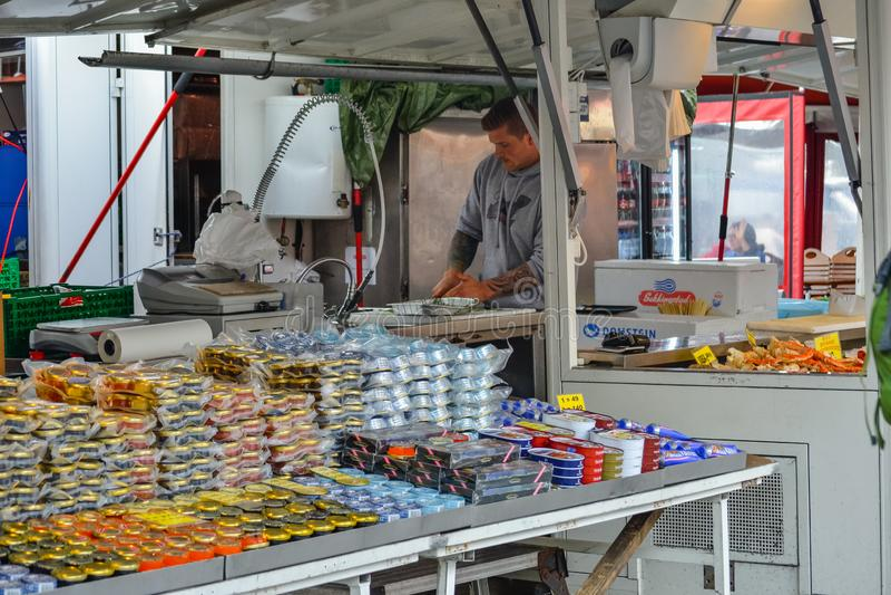 Bergen, Noruega, Escandinavia 21 En junio de 2016, centro de la ciudad de Bergen, centro de ciudad, transporte, comida de la call imágenes de archivo libres de regalías