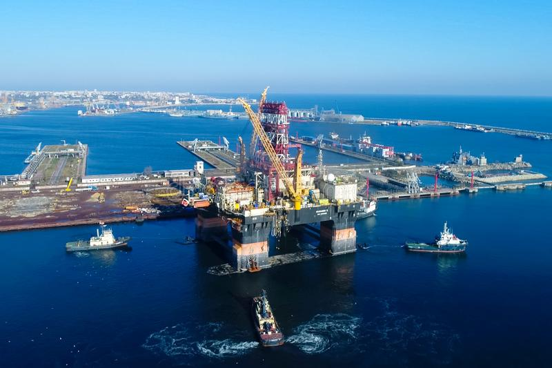 Drilling platform in the port. Towing of the oil platform royalty free stock photo