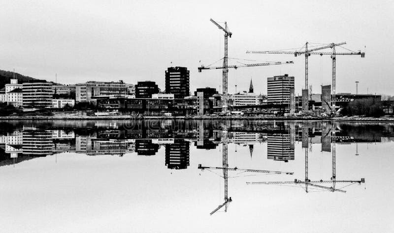 Bergen Norway-Reflexion im See lizenzfreies stockfoto