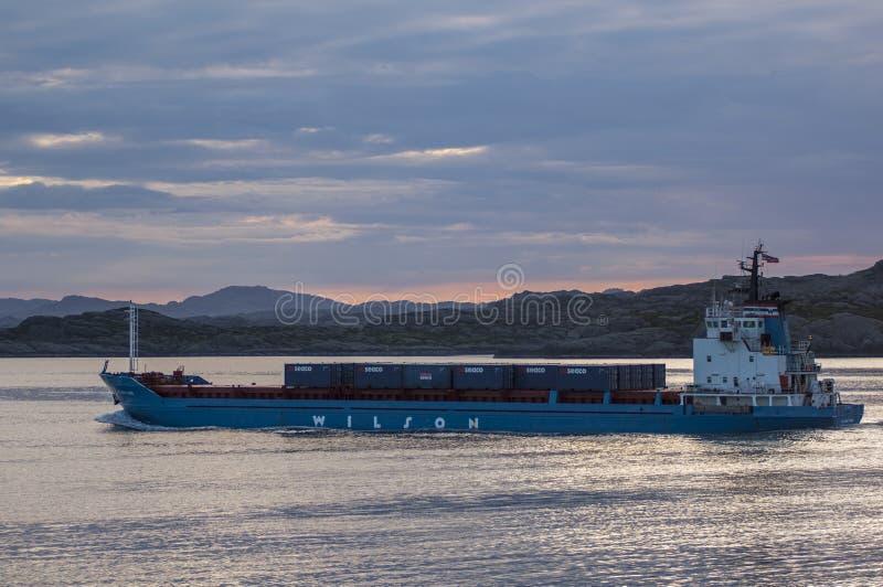 BERGEN/NORWAY - 21ST Norweigian CZERWA 2007 nabrzeżny freighter zdjęcie stock