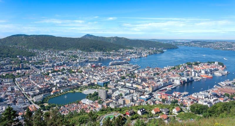 Bergen Norway-stad scape uit hoogte hierboven wordt genomen die stock foto
