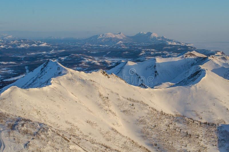 Bergen op het eiland van Sakhalin stock afbeelding
