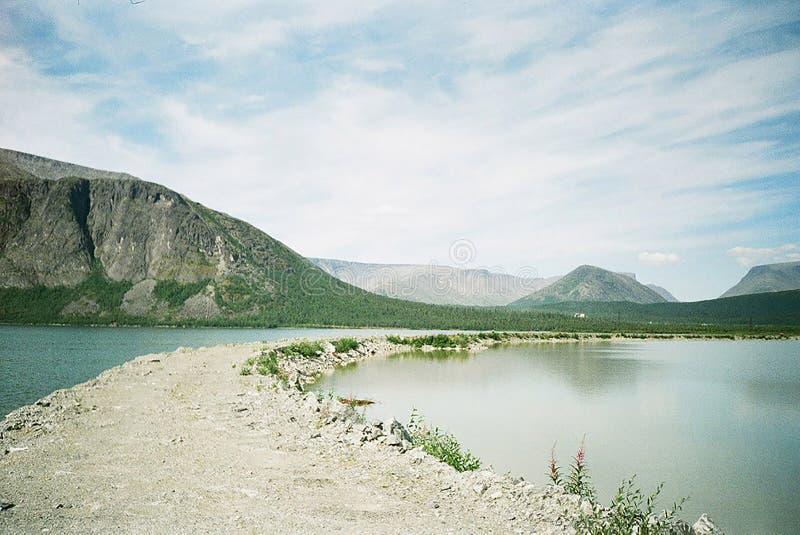Bergen op het noorden van Rusland stock foto
