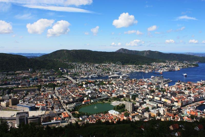 Bergen Skandinavien sikt från över royaltyfri bild
