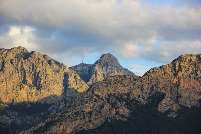 Bergen van verschillende hoogten, vele pieken royalty-vrije stock afbeeldingen