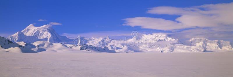 Bergen in wrangell-StElias Nationaal Park, Alaska stock afbeeldingen